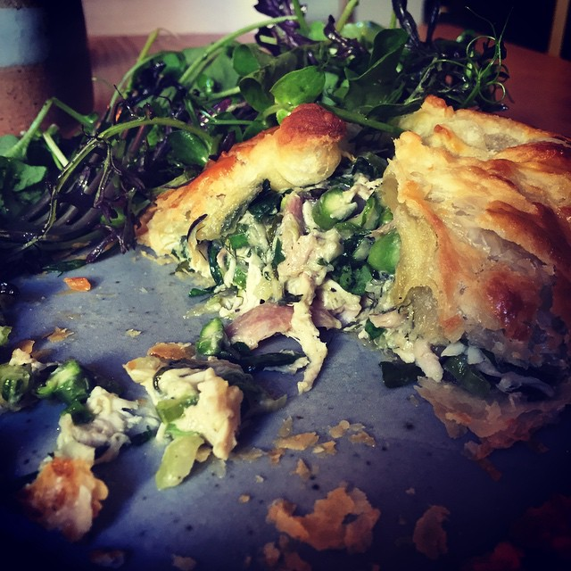 @mwdelicious wins at pies. Dreamy chicken, asparagus & tarragon loveliness @lorettaoncuba #NZwine