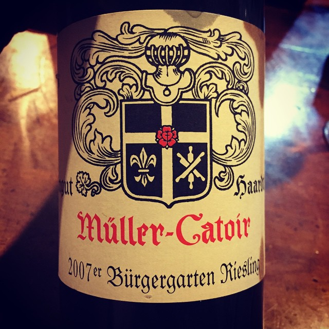 This was incredibly youthful last night. Beautiful, poised, delicious. #MullerCatoir #Riesling #2007 #wine #LoveRieslingBeyondReason