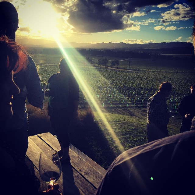 A ray for @RayIsle tonight in #NorthCanterbury @blackestate with our 'hood. @islewine